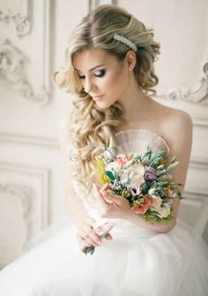 Elegant wedding hairstyle; via Elstile
