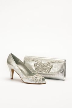 Mid heeled silver shoe with snakeskin print and bag to match . Product code – GS45C Colour – Silver