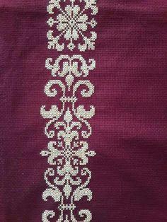 Cross Stitch Boarders, Cross Stitch Flowers, Cross Stitching, Cross Stitch Patterns, Crochet Cross, Filet Crochet, Crochet Curtains, Woven Bracelets, Prayer Rug