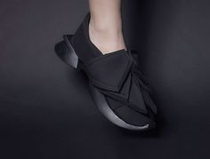 Shoes that come in twos | Yanko Design