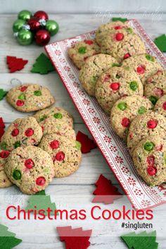 Christmas Cookies #singluten Creo que esta es mi ultima receta navideña!!! las próximas prometo que serán más ligeritas ;). Para esta ocasión hemos usados Lacasitos rojos y verdes!! Perfectos para estas fechas.