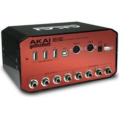 AKAI EIE Interfaz de audio class compliant. Tiene 4 entradas XLR-1/4'' con phantom power y 4 controles de ganancia. Tiene también 4 inserts de 1/4'', 3 puertos USB, 4 salidas de 1/4'', E/S MIDI de 5-pin y pantallas de monitoreo con VU clásicos análogos.