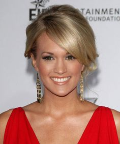 Carrie Underwood Hairstyles - December 2, 2007 - DailyMakeover.com