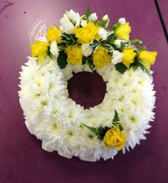 Funeral wreath - Types of Cheese 1001 Funeral Flower Arrangements, Funeral Flowers, Yellow Flowers, Silk Flowers, Happy Birthday Flower Cake, Funeral Tributes, Funeral Memorial, Sympathy Flowers, Diy Wedding Flowers