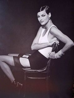 My Muse Italy Beauty Linda Evangelista by Peter Lindbergh Linda Evangelista, High Fashion Photography, Glamour Photography, Film Photography, Lifestyle Photography, Editorial Photography, White Photography, Peter Lindbergh, Top Supermodels