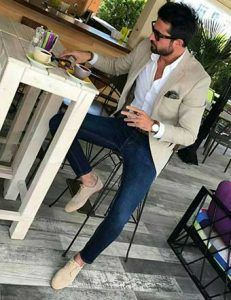 Men's Beige Blazer, Navy and White Gingham Dress Shirt, Blue Skinny Jeans, Brown. - Men's fashion, style shapes and clothing tips Mens Fashion Blazer, Suit Fashion, Men Blazer, Blazer Outfits Men, Beige Blazer Outfit, Fashion Shoot, Blazer Jeans, Fashion Outfits, Khaki Blazer