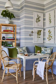 Southern Living Idea House - Part 2 Interiors Sherwin Williams Paint on trim & doors SW 7005 Pure White. Love the blue and white striped wallpaper (Fabricut), the ban. Southern Living Homes, Coastal Living, Coastal Decor, Chinoiserie, Sofas, Striped Wallpaper, House Wall, Furniture Collection, Decoration