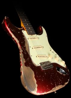 Fender_Custom_64_Stratocaster_Ultimate_Relic_Candy_Apple_Red_R49322_1.jpg (746×1024)