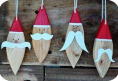 Des pères Noël à moustache ! / Santas mustache!