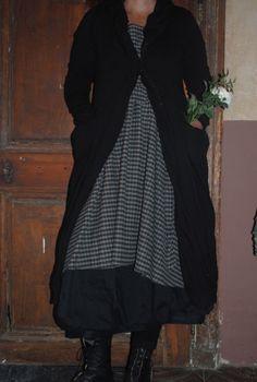 limilee:    Atelier des Ours Unique Fashion, Look Fashion, Fashion Outfits, Pretty Outfits, Cute Outfits, Mode Unique, Mode Boho, Kinds Of Clothes, Vogue