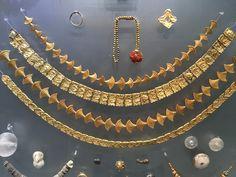 Minoan jewelry, 1600 B.C. Knossos palace. Heracleon museum. Crete.