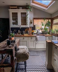 Home Interior Warm .Home Interior Warm Cozy Kitchen, Kitchen Dining, Kitchen Decor, Aesthetic Rooms, Dream Apartment, Cuisines Design, My Dream Home, Home Kitchens, Living Spaces