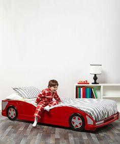 ★毎日夜中でも、居眠り運転してまでも乗っちゃう 僕の部屋に、レッドのかっこいいスポーツカーがきたよ。 初めて、買った車だ。 毎日、居眠り運転するほど 夜中でも、乗っちゃうね。