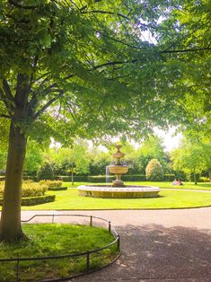 Short guide to London's Regent's Park - History Geek in Town Globe Travel, London Places, Ireland Travel, New Adventures, Travel Guides, Old Houses, Lp, Countryside, Travel Photos
