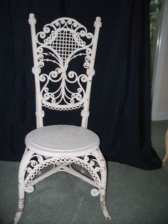 The 3 Pieces of Furniture Essential for a Shabby Chic Bedroom – We Shabby Chic Victorian, Rustic Furniture, Shabby Cottage, Wicker Chair, Chair, Furniture, Shabby Chic Bedroom, Japanese Interior, Vintage