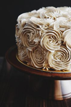 Pandan Gula Melaka Layer Cake and Decorating Tips - Life is Great MY FAVORITE.. CAKE & WOODEN CAKE STAND