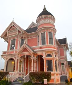 Pink lady, Eureka, CA. - From Sharana to New England Victorian Architecture, Beautiful Architecture, Victorian Style Homes, Victorian Houses, Victorian Era, Victorian Buildings, Edwardian Era, Pastel Home Decor, Old Houses