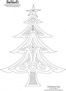 It's not too late to make a pretty something for someone! Free Christmas tree pattern from Badbird (Andrea Zuill).