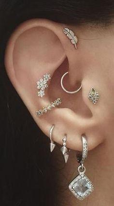 Mignon boho tribal argent plusieurs oreilles piercing idées pour les femmes cartilage avant ... #ARGENT #Avant #Boho #Cartilage #femmes #Idées #les Daith Piercing, Cool Ear Piercings, Multiple Ear Piercings, Peircings, Tongue Piercings, Septum, Tragus Earrings, Feather Earrings, Crystal Earrings