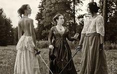 При упоминании дуэлей большинство из нас вспомнят Пушкина и Дантеса. Считается, что дуэли – исключительно мужское занятие. Но это совершенно... Women's Fencing, Fence, Fencing Sport, Female Knight, Male Magazine, Poses, Vintage Girls, Looks Cool, History