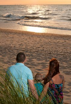 Family portraits at the beach family picture ideas family photos Northwest Indiana Photographer Visit www.stephaniewallacephotography.com for more info and inspiration! #familypictures #familyportraits #familyphotos #beachportraits #beachphotosession #modernfamilyportraits