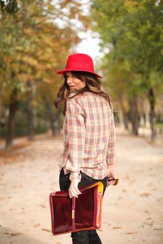 Bárbara Crespo es personal shopper y tiene un blog de moda. La mezcla de estampados es la clave de su look.