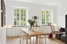 discrete cupboards under the windows. Serves as a big window sill to display your favorite items, as well as a great space for storage without taking up to much wall space or taking over the room. Lovely! | fastighetsbyrån