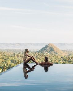 """""""We are shaped and fashioned by those we love."""" Geothe  Follow: @besthoneymoonplaces -  Inspiration to help you plan your dream honeymoon -  @hilvees Click to see more beautiful photos - Tag #besthoneymoonplaces to be featured - #travelcouples  #luxurioustravel"""