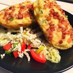 Zapiekane ziemniaki z serem i boczkiem – Sportowe Jedzenie Hawaiian Pizza, Vegetable Pizza, Baked Potato, Zucchini, Potatoes, Baking, Vegetables, Ethnic Recipes, Food