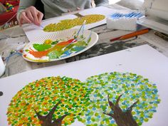 paint trees with cotton swabs - New Diy Crafts Idea 2019 Classroom Art Projects, Art Classroom, Projects For Kids, Diy For Kids, Crafts For Kids, Diy Projects, Diy And Crafts, Arts And Crafts, Happy Kids
