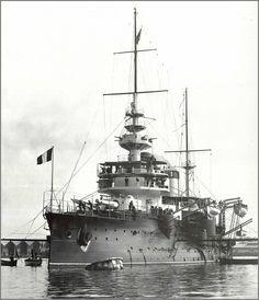 Vintage photographs of battleships, battlecruisers and cruisers.: August 2013