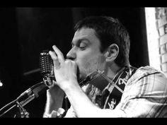 Sliding Holders-Mad Man Blues (J.L.Hooker). Sliding Holders (Украина) Киевское трио, в составе которого играют представители трёх поколений исполнителей блюза в Украине. В репертуаре музыка, которая передает все оттенки блюза: и классика жанра в оригинальных интерпретациях, и авторские композиции на английском языке.  Александр Кузнецов – слайд-гитара Макс Таврический – вокал, гитара, губная гармошка Роман Сокирко – барабаны
