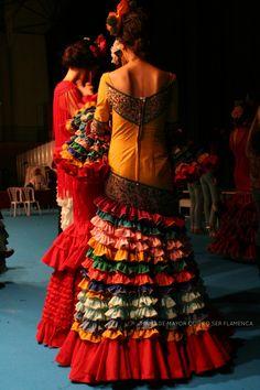 Two dancers in bright colours Flamenco Costume, Flamenco Dancers, Matador Costume, Spanish Dress, Fiesta Dress, Spanish Wedding, Beautiful Costumes, Strapless Dress Formal, Designer Dresses