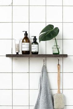 Minimalist bathroom Decor - Tips For Decorating A Small Rental Bathroom. Bad Inspiration, Bathroom Inspiration, Interior Inspiration, Bathroom Ideas, Shower Ideas, Bathroom Designs, Bathroom Renovations, Bathroom Shelves, Bathroom Storage