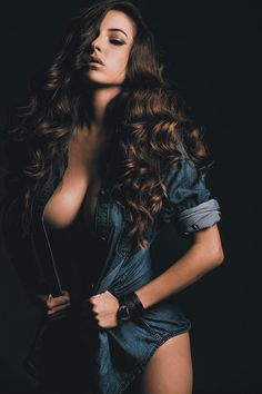 The Official Website of Shelby Chesnes : Playboy Playmate and Glamour Model