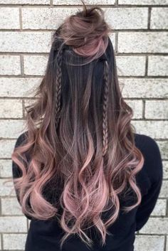 Here are some of the best hair color ideas for brunettes including brown hair shades, brunettes with highlights and seasonal trends. 45 Trendy Ombre Hair Color Ideas 60 Looks with Caramel Highlights on Brown and Dark Brown Hair Dark Ombre Hair, Pastel Ombre Hair, Purple Ombre, Purple Hair, Ombre Rose Gold Hair, Dark Purple, Rose Pink Hair, Brown Hair Shades, Brown Hair Colors