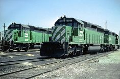 BN 8019 Burlington Northern Railroad 8019 and 8113 at Clyde, Illinois on an unknown day in April Kodachrome by Chuck Zeiler. Great Northern Railroad, Burlington Northern, Train Pictures, Model Trains, Locomotive, Illinois, Past, Scale, Engineering