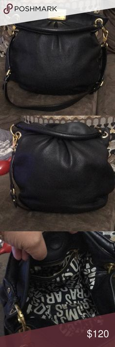 Marc Jacob , bag 💼 Used, still in good condition w the exception one of the magnets came off ,don't know how or were it is and the inside it's a little dirty, sold as is please see all the pictures for condition Marc By Marc Jacobs Bags Crossbody Bags