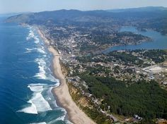 """LINCOLN CITY, OR. 8 miles of beach are cut by shortest river in the world, the <120>' ribbon of """"THE D"""". FINDERS KEEPERS beachcomber events offseason."""