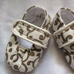 30+ FREE baby shoe patterns!! From crochet, knit, felt, fleece, and fabric.