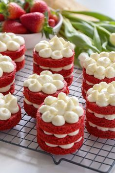 100 decors: WEEKENDS IN THE KITCHEN: MINI RED VELVET CAKES (in English)