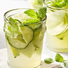 Cucumber Sangria || 10 Skinny Alcoholic Cocktails, Diet Approved: Find the recipes following the link! #skinny #diet #recipe #drinks #cocktail #light