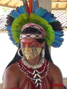 HERMOSO GUERRERO INDÍGENA PATAXÓ BRASILEÑO / The Pataxó are a native tribe in Bahia, Brazil with a population of about 11,800 individuals.
