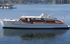 48' 1948 Trimmer Airflow - OffCenterHarbor.com Best Boats, Cool Boats, Wooden Speed Boats, Classic Wooden Boats, Deck Boat, Cabin Cruiser, Classic Yachts, Vintage Boats, Yacht Interior