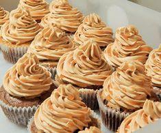 Blog o jídle a všem kolem něj. Kremy na cupcakes. A pak taky o spoustě dalších věcí. Slovak Recipes, Sweet Bar, Cheesecake Cupcakes, Mini Cheesecakes, Pavlova, Diy Food, Nutella, Cupcake Cakes, Sweet Tooth