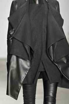 RAD by Rad Hourani at New York Fashion Week Fall 2010 - Details Runway Photos Fashion Details, Look Fashion, Winter Fashion, Womens Fashion, Fashion Design, Fashion Coat, Fashion Black, Street Fashion, Looks Style