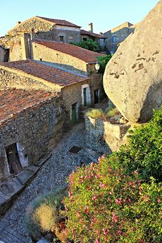 IMG_9435PMR Monsanto (Idanha-a-Nova), Portugal - Link to photos of the quaint village of Monsanto, Idanha-a-Nova - built among boulders