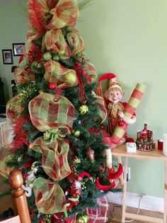 Sapin 2015 chez maman, Vert Lime Rouge Christmas Wreaths, Christmas Tree, Lime, Holiday Decor, Home Decor, Green, Red, Firs, Christmas Swags