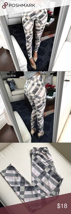 """High waist Checkered Leggings 🍧🍨 Super soft & comfy. Slightly see through. 37""""L, 27"""" in seam. Says L-XL but better for S or M. 80% polyester, 20%  Elastane. Selena Pants Leggings"""