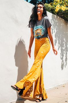 Mustard Starry Print Bells Boho inspired hippie pants with a high waist. These bells feature an all Boho Outfits, 70s Outfits, Summer Outfits, Cute Outfits, Fashion Outfits, Band Tee Outfits, Cute Hippie Outfits, Fashion Boots, Concert Outfits